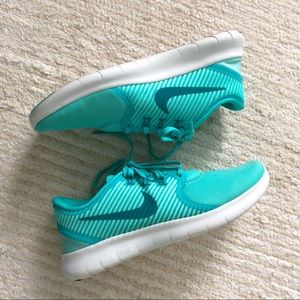 Nike women's Free Run Commuter turquoise